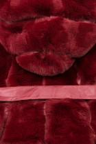 Vínovočervená kožušinová vesta s opaskom